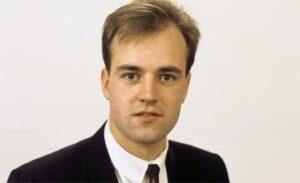 En något yngre Fredrik Reinfeldt