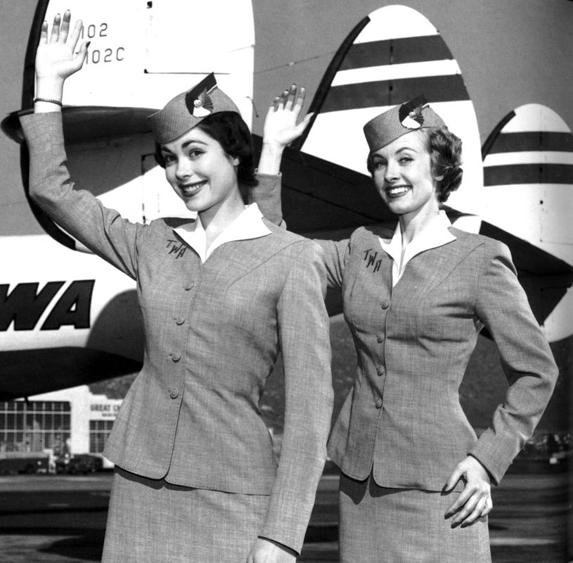 Två glada flygvärdinnor