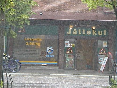 Det regnar. Jättekul!