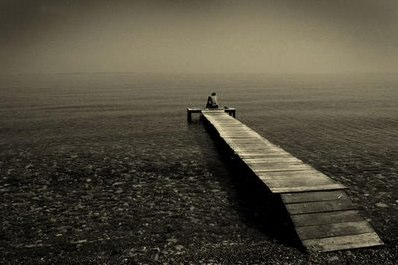 man alone on beach.jpg JPEG bild 400x266