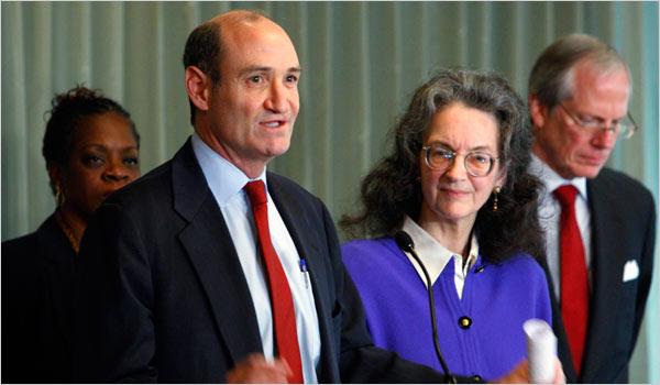 Peter O'Neill och Neva Rockefeller Goodwin på Exxons bolagsstämma.